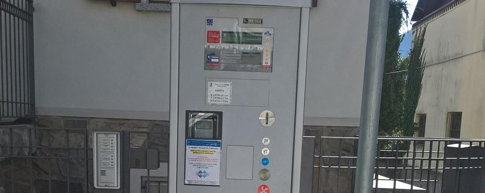 Parcometri, la beffa delle monetine  Il Comune paga la banca per contarle