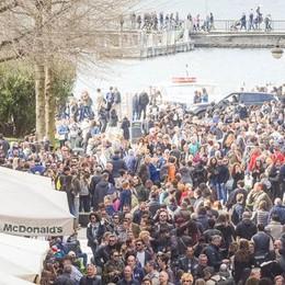 Folla di turisti  e Como va in tilt  «Impreparati»