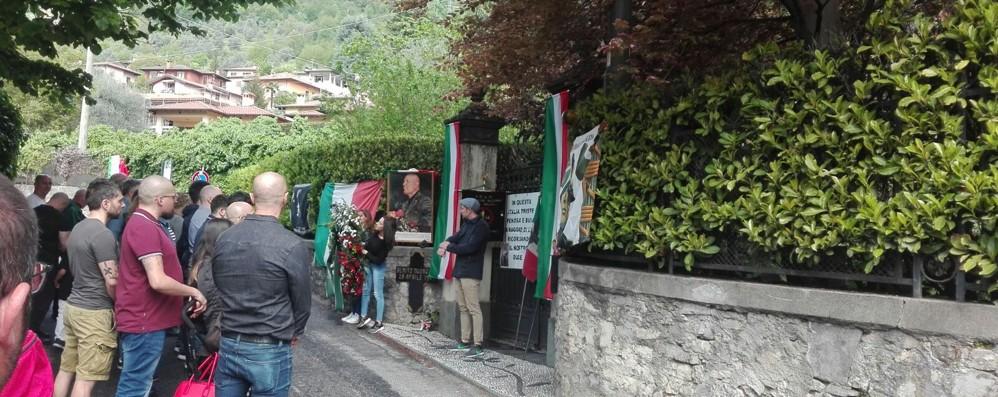 Mezzegra, partecipano in 300  alla messa per Mussolini