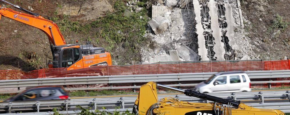 Del ponte resta una grande cicatrice  Il sindaco di Annone:  «Si ricostruisce»