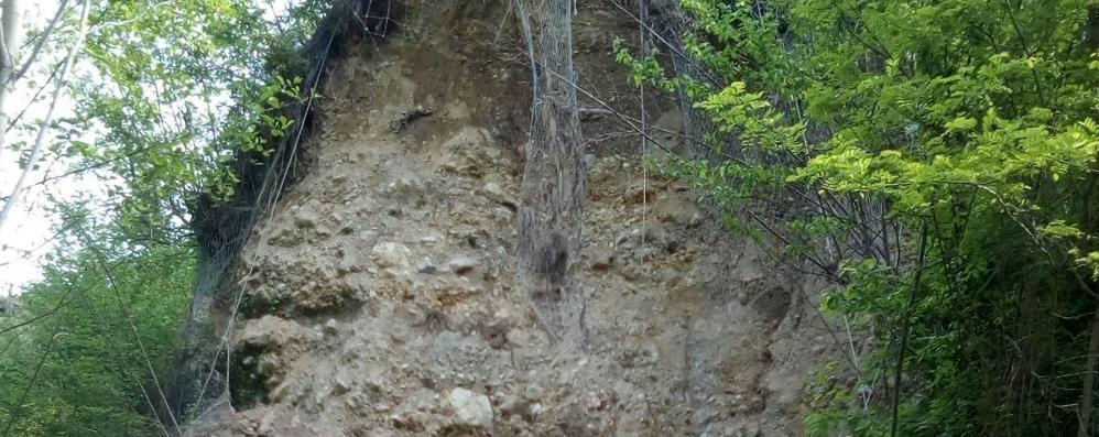 Frana in Valmolina, torna l'emergenza  «Il torrente crea pericoli per la collina»