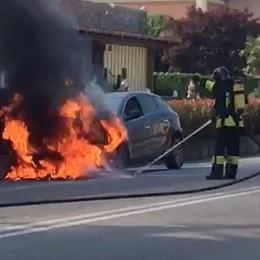 Automobile in fiamme  Disagi sulla Sp342 dir.