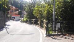 Un metro e mezzo per le automobili  Via Segantini più larga e più sicura