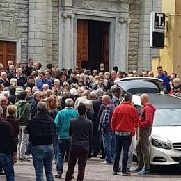 Folla a Moltrasio  per l'addio a Caminada