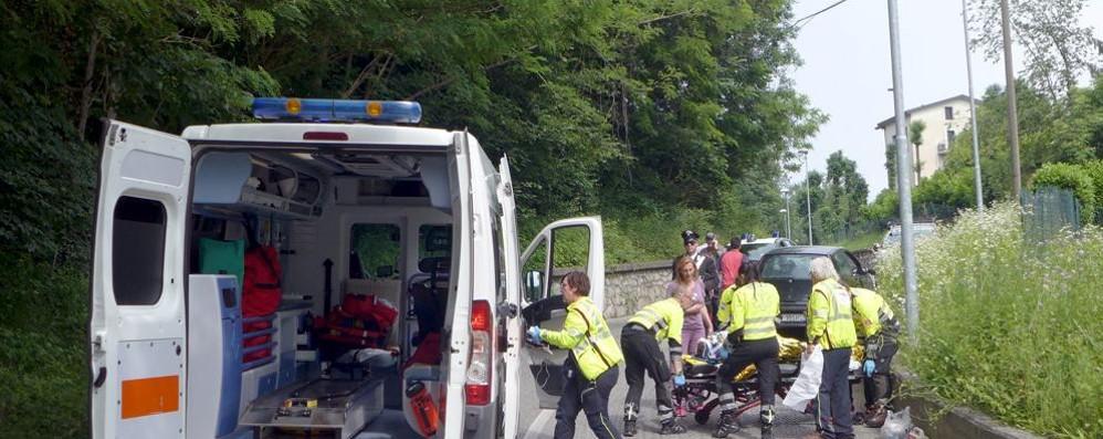 L'allenamento si trasforma in dramma  Giovane ciclista travolto da un'auto