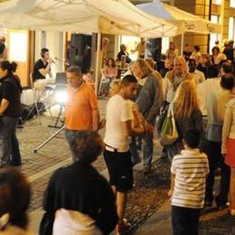 Merate, mostre e aperitivi in omaggio  La Nostra Mela rivitalizza il centro