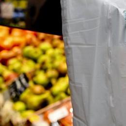 Shopper bio portato da casa  Confcommercio dice no