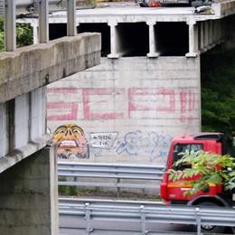 La ricostruzione del ponte crollato  Sulla super per dieci mesi a 50 all'ora