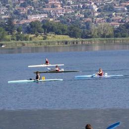 I kayak in gara sul lago  «Sogno che si avvera»