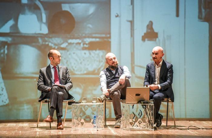 Como Prima e dopo Apple chi sono i padroni del mondo con Antonio Bosio e Alberto Puliafito (giovane), modera DIego Minonzio, Teatro Sociale Primavere de La Provincia