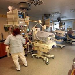Neonato colpito da meningite  «I medici ce lo hanno salvato»