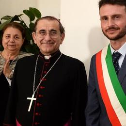 Varenna, sala consiliare intitolata a La Pira  Cerimonia e benedizione del vescovo