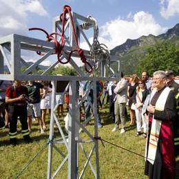 Grignetta, una nuova croce  veglia sulla città