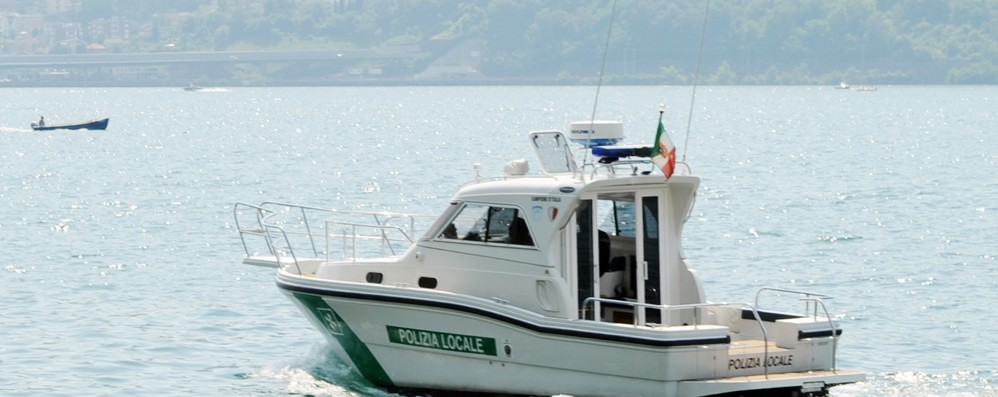 Una motovedetta per i vigili di Oliveto  Il Comune bussa alle porte di Milano