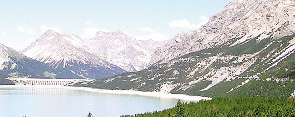 Stop alle auto nelle vallate più suggestive  Ai laghi di Cancano solo a piedi o in bici