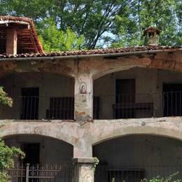 Cremeno, Porte sfondate, tavolo sul tetto  Stop ai vandali nell'area Corti