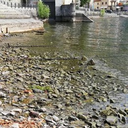 Il lago si abbassa, è allarme  Meno 4 centimetri al giorno