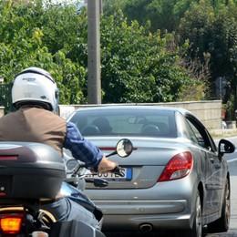 Fermato due volte dai vigili  Multa di oltre duemila euro