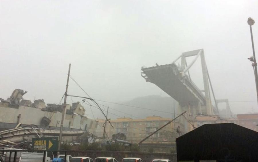 Genova: crolla ponte sull'autostrada Il Viminale: «Undici morti». Il VIDEO