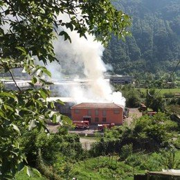 Vigili del fuoco a Primaluna  Incendio alle Officine di Cortabbio