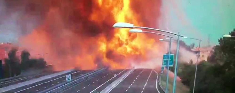 Camion bomba sulle autostrade  A Como mazzette per evitare gli esami