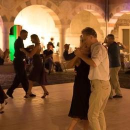 Il tango nel chiostro strappa applausi