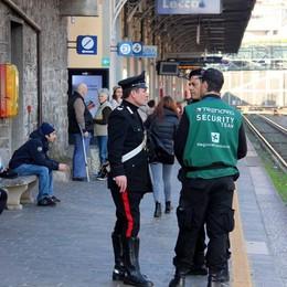 Altra tentata rapina sul treno di sera  Ragazza reagisce, ferita a una mano