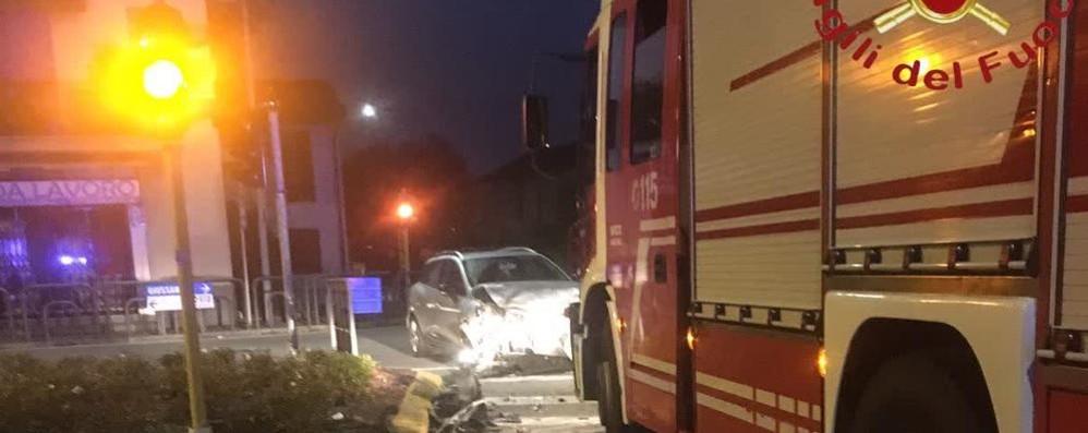 Scontro tra auto e camion Automobilista ferita ad Arosio