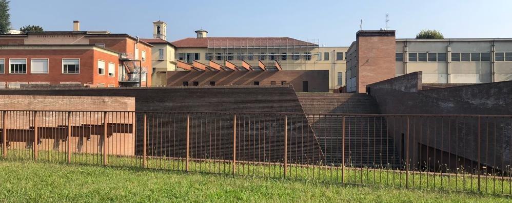 Tetto del Manzoni, lavori in ritardo  Il cantiere chiuderà solo a novembre