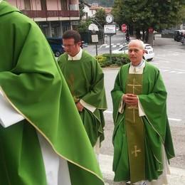 Mandello, commiato del paese dai suoi sacerdoti: «Come una famiglia»