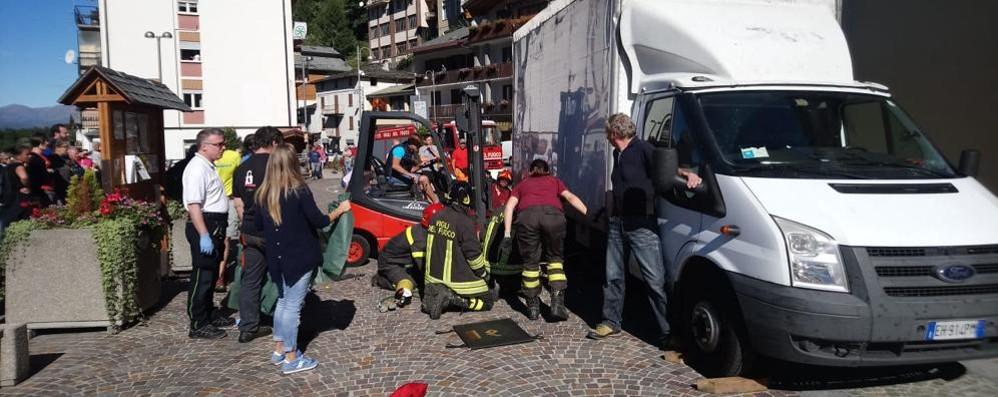 Premana, anziana muore travolta  da un furgone in retromarcia