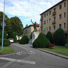 Cernusco, il monumento trasloca  E le auto fanno spazio ai pedoni