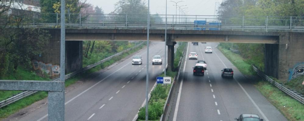Nuovo allarme sulla Milano-Meda  «I 4 cavalcavia vanno chiusi subito»