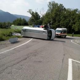 Calolzio, scontro tra auto e furgone  Muore un novantenne