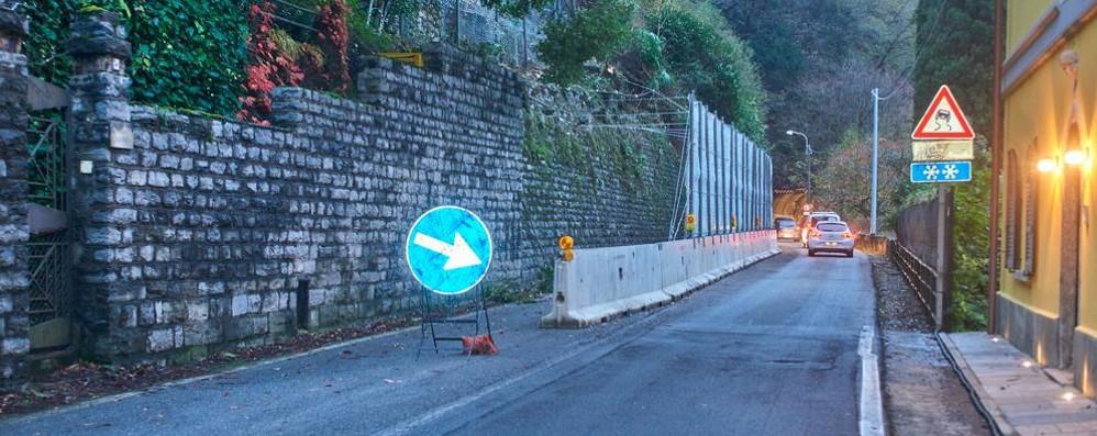 """Provinciale 72 chiusa per il vento   Bellano, non si passa dalle """"Tre Madonne"""""""