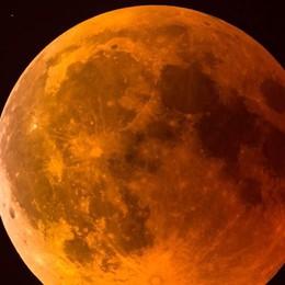 Occhi al cielo nel Comasco  Tutti a vedere l'eclissi di luna