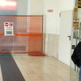 Lecco, sala d'attesa della stazione  altri 20 giorni al freddo