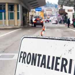 Frontalieri privilegiati?  Il ministro svizzero attacca