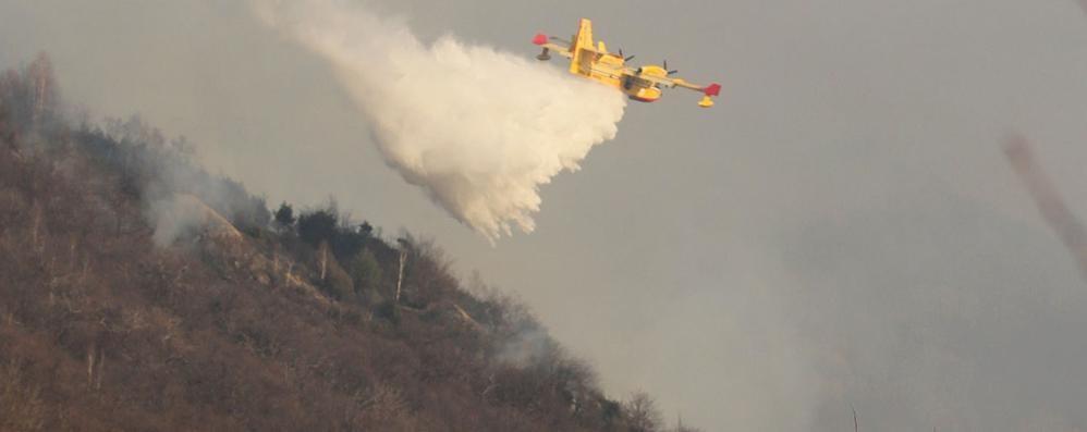 Sorico, «Incendio più grave  degli ultimi 10 anni»  E non è ancora finita