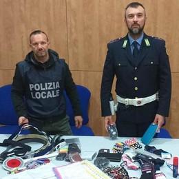 Blitz al parcheggio del Mandic  Multa di 500 euro al venditore abusivo