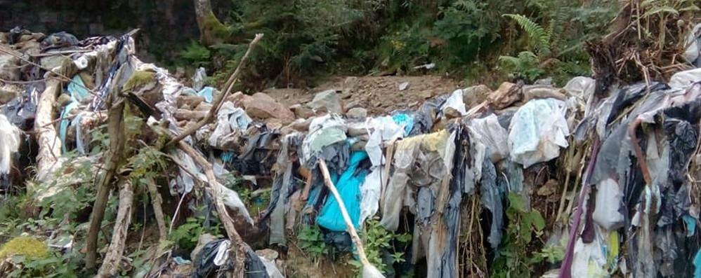 Regalo-beffa lasciato dall'alluvione  Una discarica degli anni Sessanta