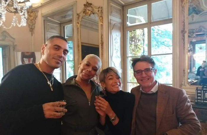 Marracash a Villa Cramer a Alserio conla mamma di Elodie e artista Claudia Mitai, Elodie e il giornalista Francesco Cramer