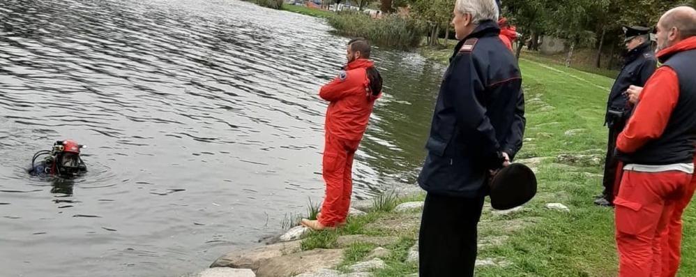 Civate, macabra scoperta nel lago L'acqua restituisce ossa umane