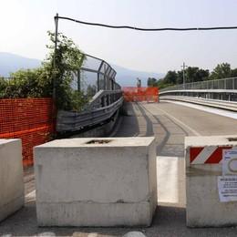 Civate, il ponte ritarda di un mese e mezzo    L'apertura slitta: «Li marchiamo stretti»