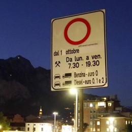 Lecco, lotta allo smog  Stop tutto l'anno a 12 mila veicoli