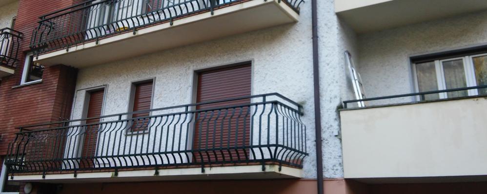 Raid dei ladri acrobati a Ballabio  «Hanno tenuto d'occhio il condominio»