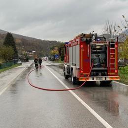 Camion perde olio sulla Arosio-Canzo  Riaperto il tratto  Canzo-Castelmarte