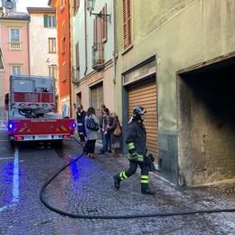Asso, incendio in centro  Gravi danni ad appartamento
