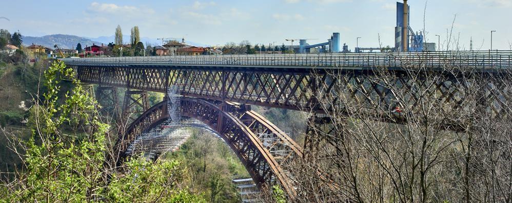 Paderno, l'attesa è finita, oggi riapre il ponte