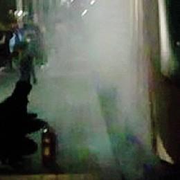 Principio d'incendio sul treno  I pendolari scendono a Sesto